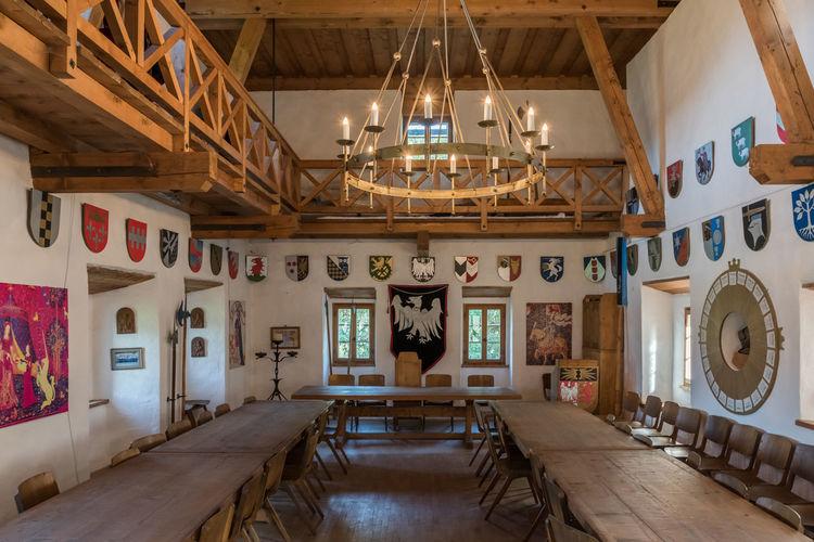 Burg Burg-Kaprun Fenster HDR Innenansicht Leuchter Pinzgau Salzburger Land Architektur Kaprun Licht Österreich