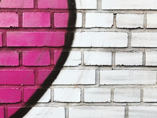 Spray Paint Graffiti Full Frame Pattern Backgrounds Wall Brick Brick Wall No People Architecture Built Structure Wall - Building Feature Textured  Close-up Outdoors Geometric Shape Paint Building Exterior Design