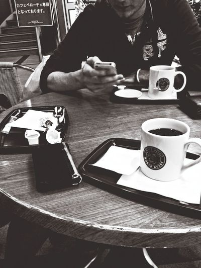 Chatting over coffee in Chiba