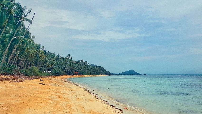 Hanging Out Thailand Beauty In Nature Thai Koh Samui Relaxing Beach Samsungphotography EyeEm Kosamui Check This Out Sea And Sky Taking Photos Thailand_allshots Quiet Moments
