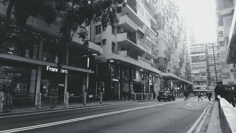 Just experimenting with effects on EyeEm Streetphotography Walking Around Black And White