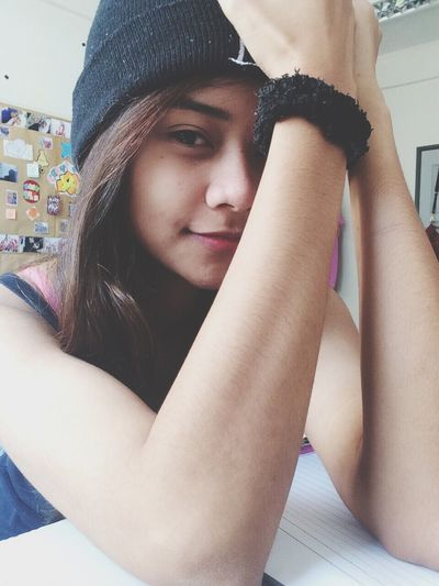 when you got nothing to do ? Selfie Biseps Beanie Girl