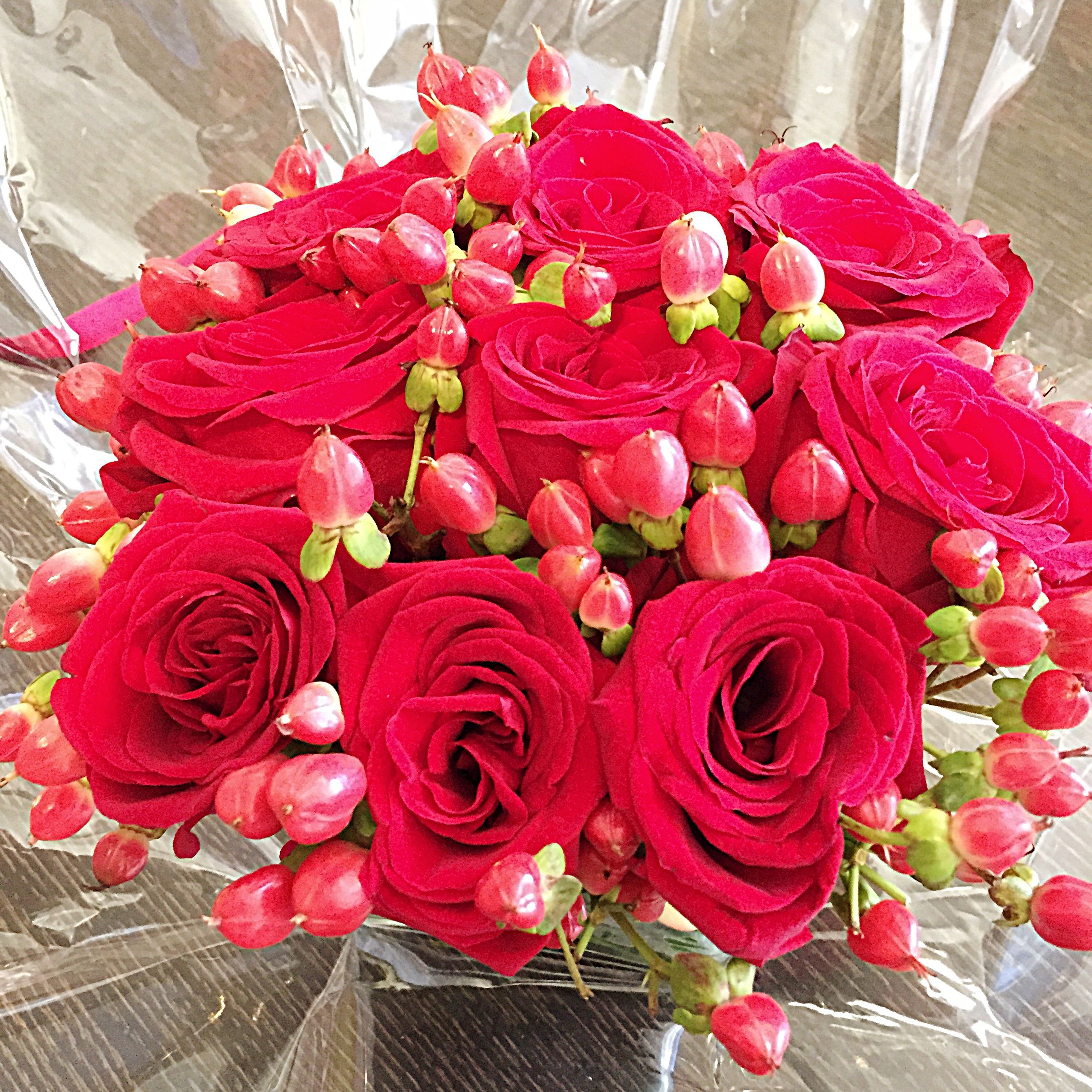 red, flower, freshness, pink color, high angle view, indoors, rose - flower, petal, fragility, close-up, bouquet, no people, plant, day, nature, decoration, flower head, wall - building feature, growth