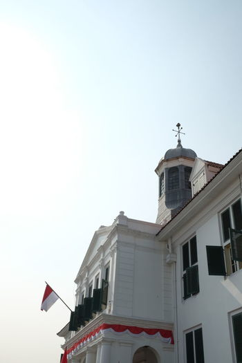 Red and white flag at the history building Fatahilah  Fatahillah Museum Jakarta Indonesia Fatahillah Musseum INDONESIA Architecture Building Building Exterior Built Structure Clear Sky Day Fatahilahjkt Fatahillah History Red White Redandwhite Sky Window