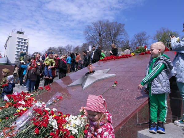 Great patriotic war 73 years ago . Have a peaceful 🙍🙏🙀💔 Memorial Day Pray Recreation  Outdoor Photography Nature Springtime Outdoor Life Activity Family❤ Outdoors Season  Resting Sunny Crowd Full Length Men Focus On The Story