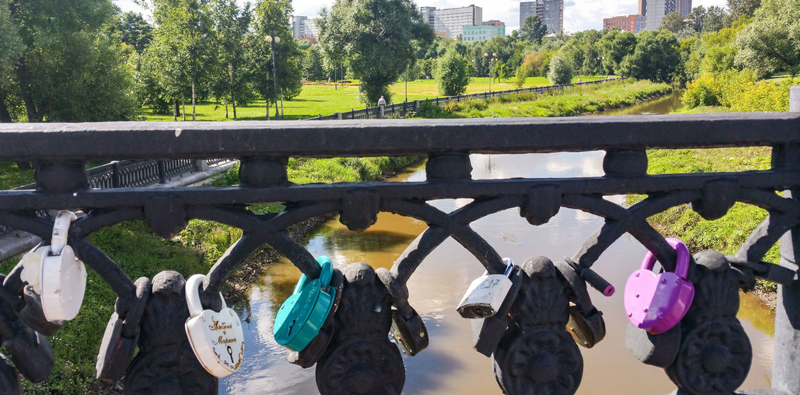 Day Outdoors Hanging No People Close-up Sky Tree Яуза Москва Russia Moscow City River Wedding Locks Tradition Traditional Colorful Fence мост река City Life Bridge - Man Made Structure Landscape Cumulus Cloud