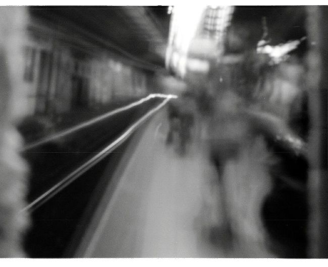 Transportation Train - Vehicle Indoors  People Real People Subway Train Close-up Blanco Y Negro 35mm Fotografía Analógica Black And White Analogue Photography Estenopeica Camera Estenopeica Luz Day