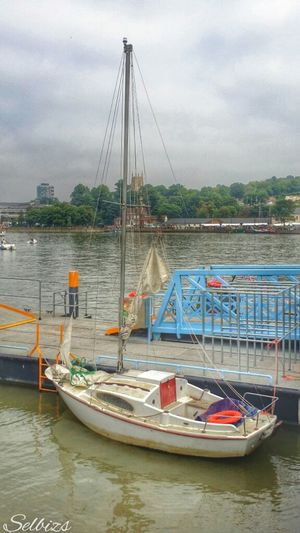 Taking Photos Boat River Medway Relaxing