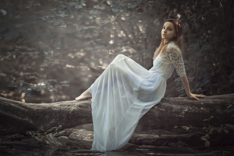 the old river River Riverside Taking Photos Taking Pictures Getting Inspired Getting Creative Beauty In Nature Countryside Trunk Forest Portrait Dress Still Life Lifestyles Freshness Fashion Outdoors Eye4photography  Beautiful Woman Beauty Portrait Beautiful People Glamour Women Fairy Witch Foggy