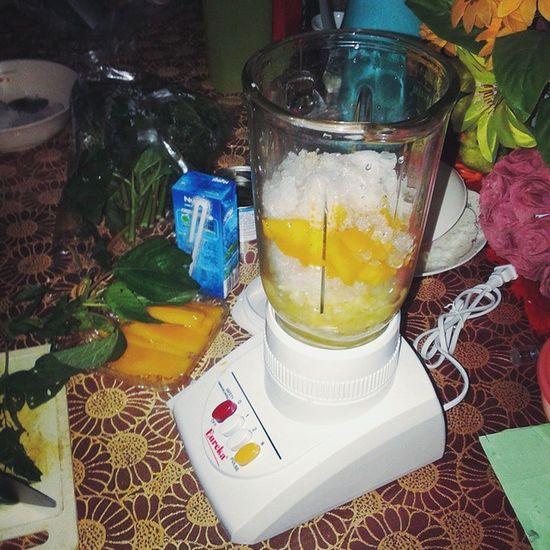 Mooshie smoothie Detoxification Spinach Mango Pineapple coconutjuice