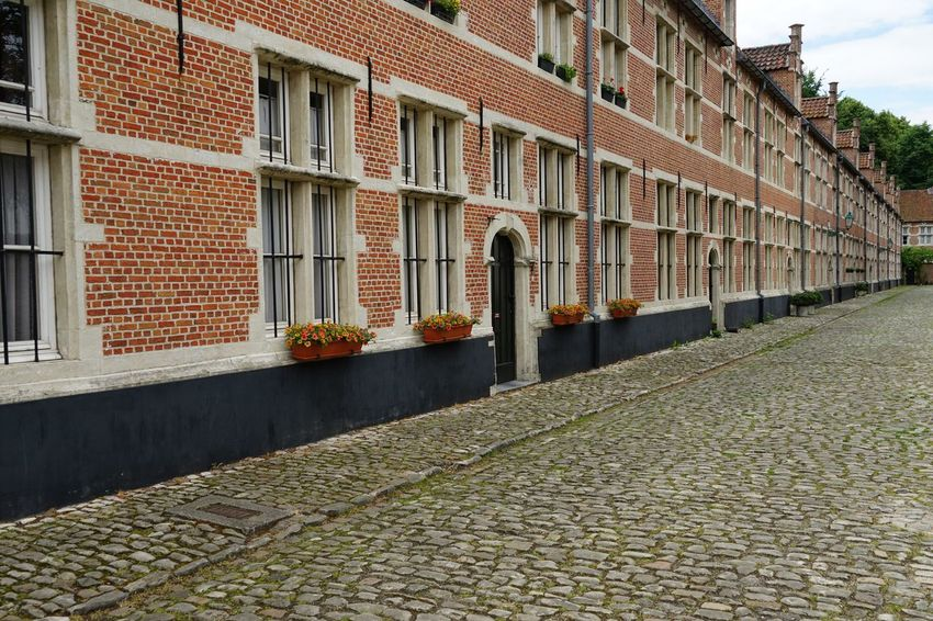 Architecture Building Exterior Built Structure Window Architecture_collection Day EyeEm Gallery Residential Building City Daylight No People Beguinage View Façade Architectural Old House Bricks Street Facades Building Vintage Front Brick Building Tourist Destination
