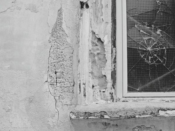 More on https://www.facebook.com/leccecomelacantoio/ Window No People Outdoors Close-up Architecture Bnw Bnw Photography Bnw_life Blackandwhitephotos Broken Glass Broken Window Broken Windows Bnw_collection Street Photography Black And White Blackandwhitephoto Black And White Photography Streetphoto_bw Lecce Leccecomelacantoio Lecce - Italia Lecce City Lecce B/w Streetphotography Bw