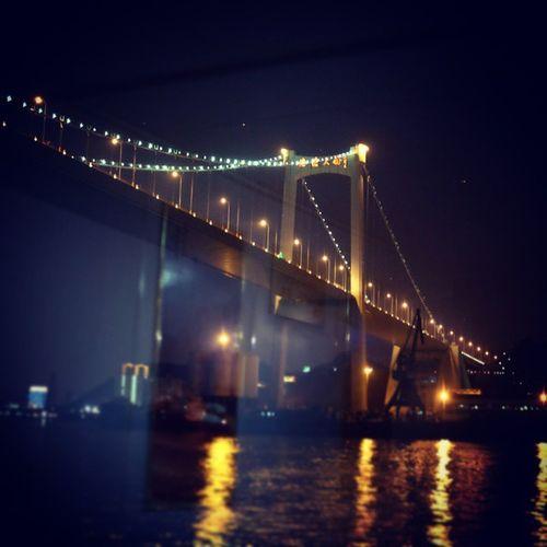 在鹭江夜游的游船上看到的大桥,这个角度很壮观。 Bridge Nightview Light 鹭江 夜游 桥