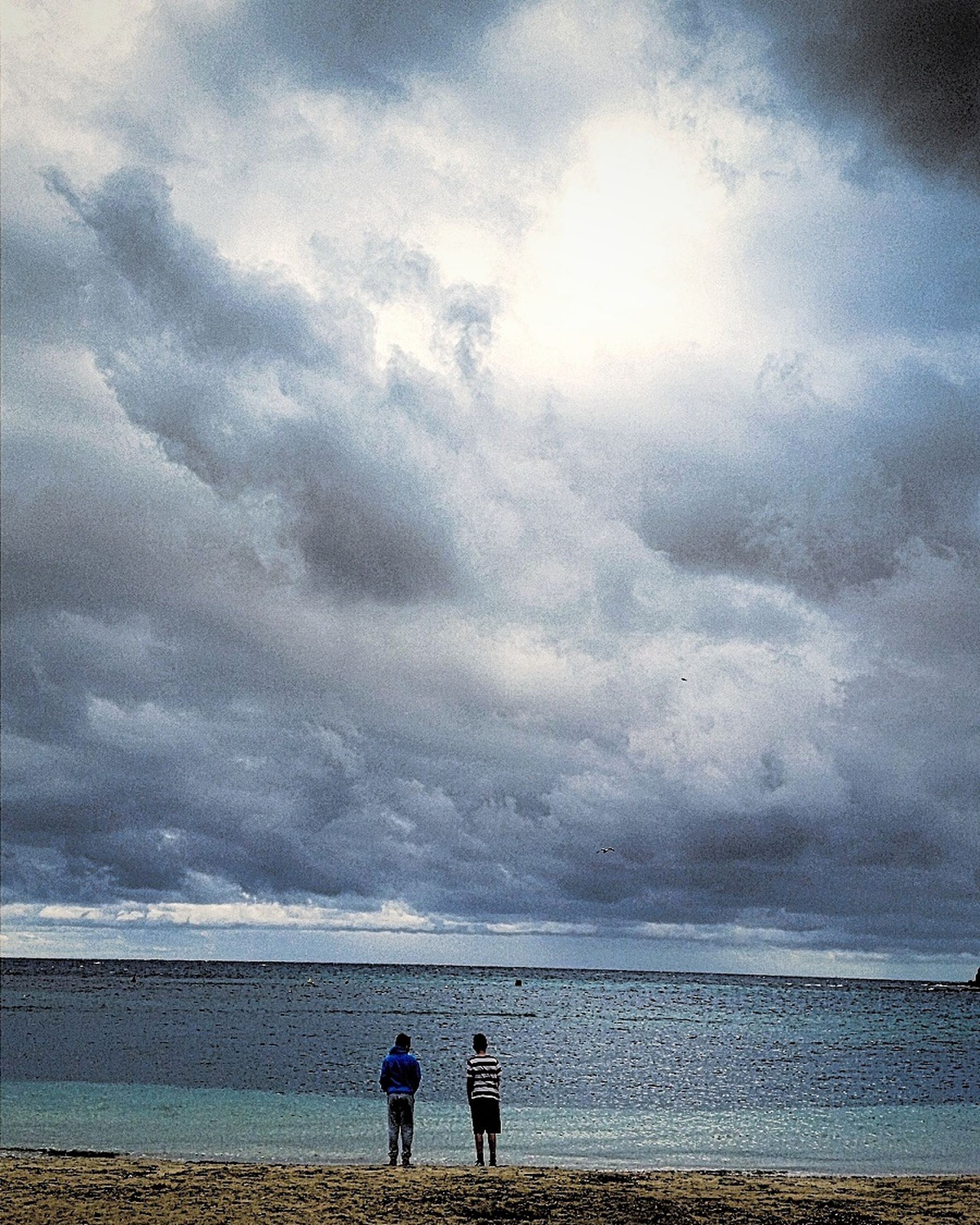 sea, beach, sky, water, nature, beauty in nature, cloud - sky, leisure activity, real people, two people, horizon over water, outdoors, scenics, tranquility, full length, men, lifestyles, vacations, coastline, togetherness, sand, day, people, adult