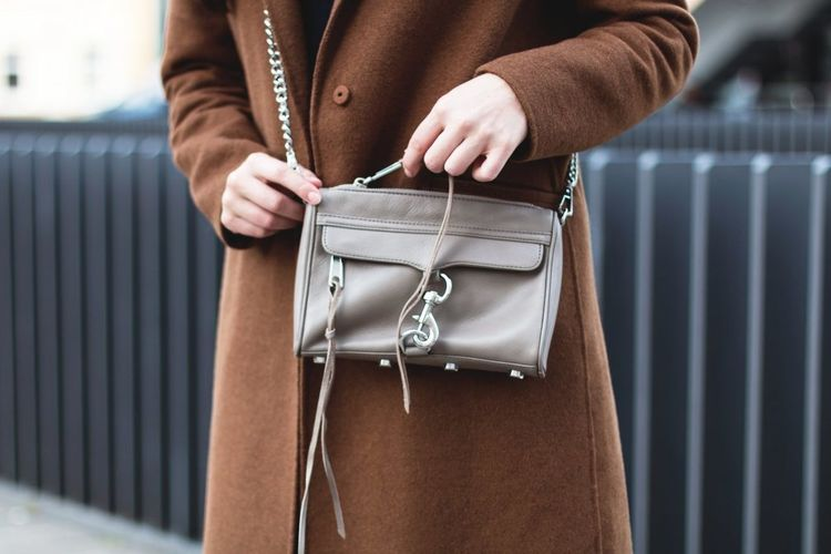 """Fotocredit: <a href=""""http://www.kleidermaedchen.de"""">Kleidermaedchen</a> Bag Casual Clothing Close Up Close-up Fashion Focus On Foreground Front View One Person Rebecca Minkoff Side View"""