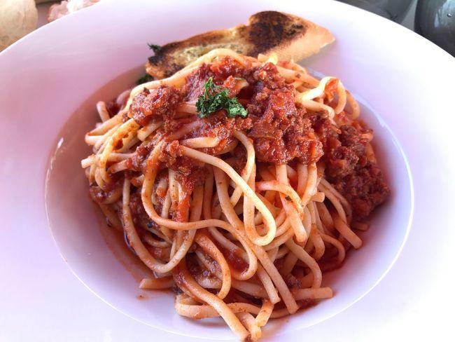 Linguini Bolognaise Pasta Bolognaise Al Dente Toasted Garlic Bread Delicious