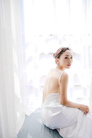 Bare Back Sexygirl Light Whitedress Beautiful