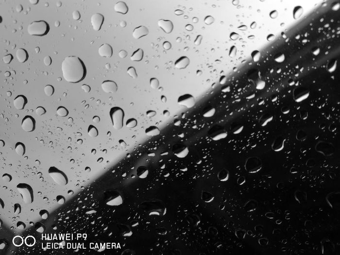 Mobilephotography Mobilestreetphotography Huaweiphotography HuaweiP9 Leicacamera DualCamera Rain Drops Rain Blackandwhite Blackandwhite Photography