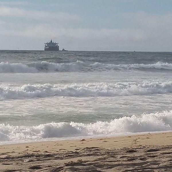 The waves were crazy today!! Ocean Waves Beautiful Breathtaking Walkonthebeach EnjoyingTheMoments CaptureTheMoment Outforastroll Livelife Saturdayafternoon  Manhattanbeach California Photooftheday Instagram