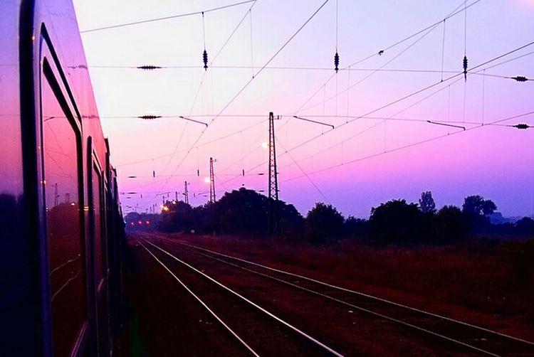 Train ing.... Hatvan Train Travel Photography Travelling Streetphotography Pink