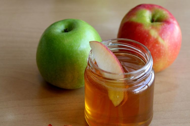 apples and honey on a table Healthy Eating Healthy Lifestyle Healthy Healthy Food Sweet Cider Leaf Honey Rosh Hashanah Ripe Raw Apple Apples Wooden Jar Nature Dieting Healthy Lifestyle Fruit Granny Smith Apple Drinking Glass Apple - Fruit Table Vitamin