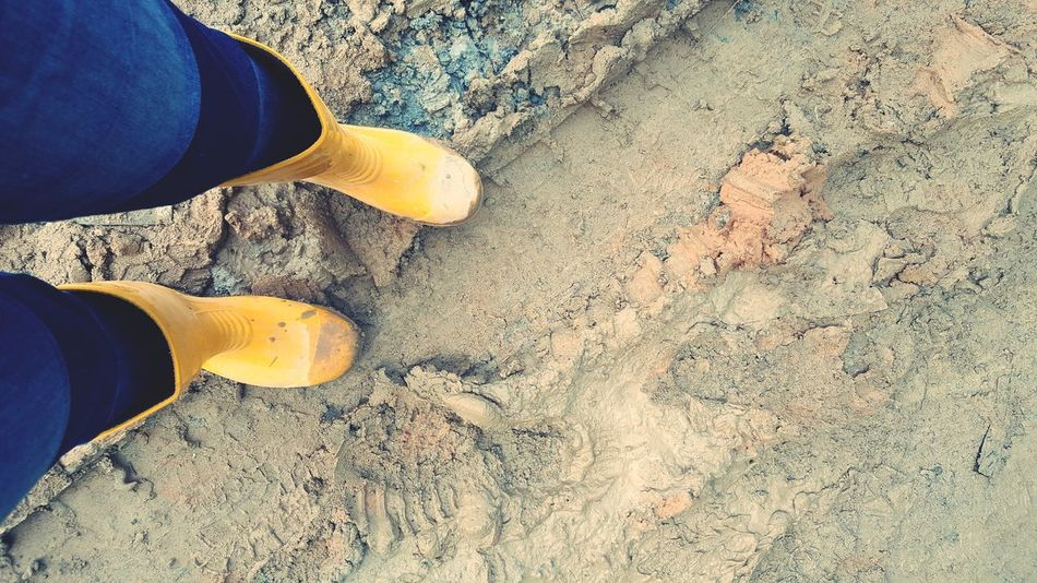 Low Section Human Leg Sand Shoe One Person Jeans Human Foot Standing Human Body Part Real People High Angle View Leisure Activity One Man Only Day Outdoors Lifestyles Men Only Men Adult Sitevisit Site Work SiteStudy Siteboot Paint The Town Yellow Business Stories