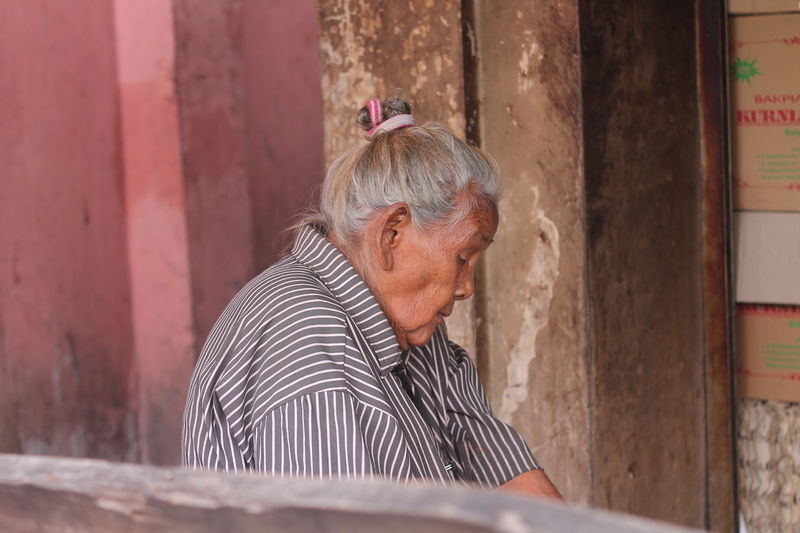 Old Woman Portrait Alone Simbah Senior Adult One Person Real People Gray Hair Adult Leisure Activity Senior Women Casual Clothing Women White Hair Hairstyle Retirement Relaxation Gray Hair Striped Day Lifestyles