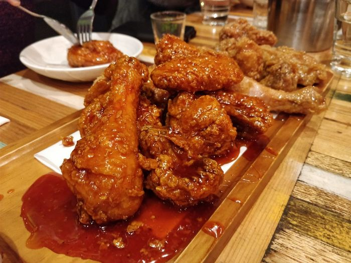 Gami Korean fried chicken Food Food And Drink Meat Close-up Unhealthy Eating Deep Fried  Fried Fried Chicken Korean Fried Chicken Delicious Sinful Ready-to-eat Temptation Foodie Oneplus5 Table Plate Indoors  No People Serving Size Freshness Day