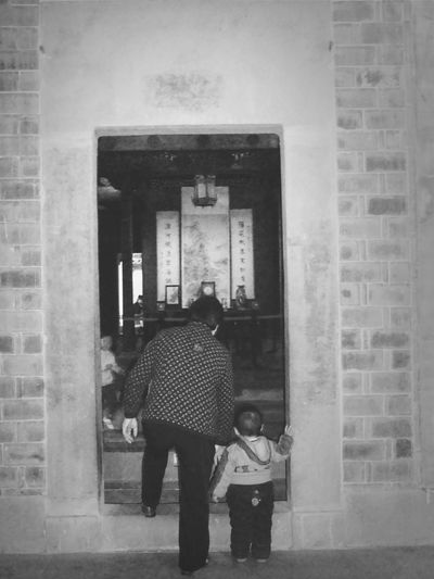 museum... entering the gate of history... elder and child... Monochrome People Art Blackandwhite