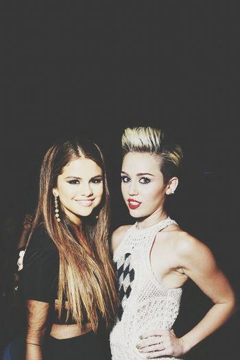QUEENS ♡ Miley Cyrus Selena Gomez  Selenator Smile