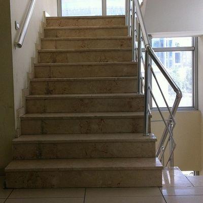 One Step closer Hastane merdivenleri hep hayra cikmaz bazen Doktor beklenir bazen iyi Haber istanbul sisli etfal