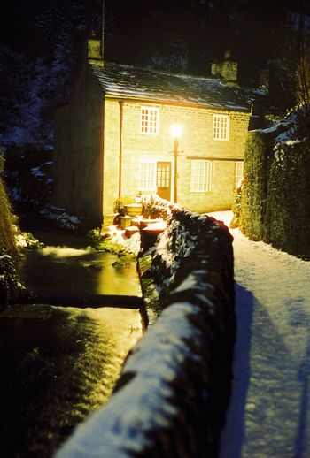 Castleton Derbyshire Cosy Place Carl Zeiss Planar T* 1.7/50mm Englishvillage Cottages Cottage Cottage Life CineStill 800T Cosy Home Cosy Light Night Building Exterior Outdoors