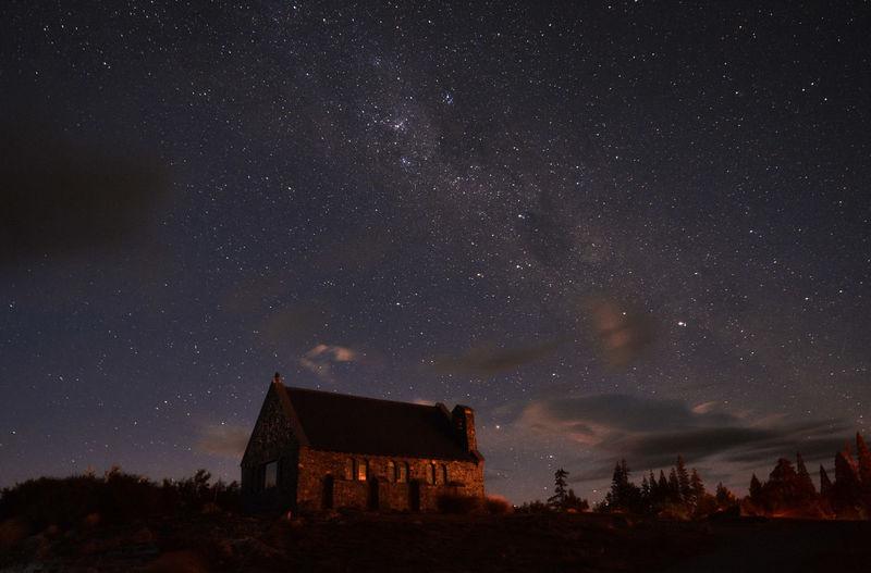 Church of the good shepperd under starry sky in lake tekapo, new zealand