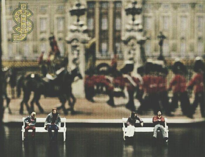London United Kingdom Dubai Abudhabi Miniature Miniatures United States United Arab Emirates Saudi Arabia Kuwait Oman Minipeople Taking Photos Cheese! Hello World Germany Russia Preiser India Arab Relaxing Hi! Playing