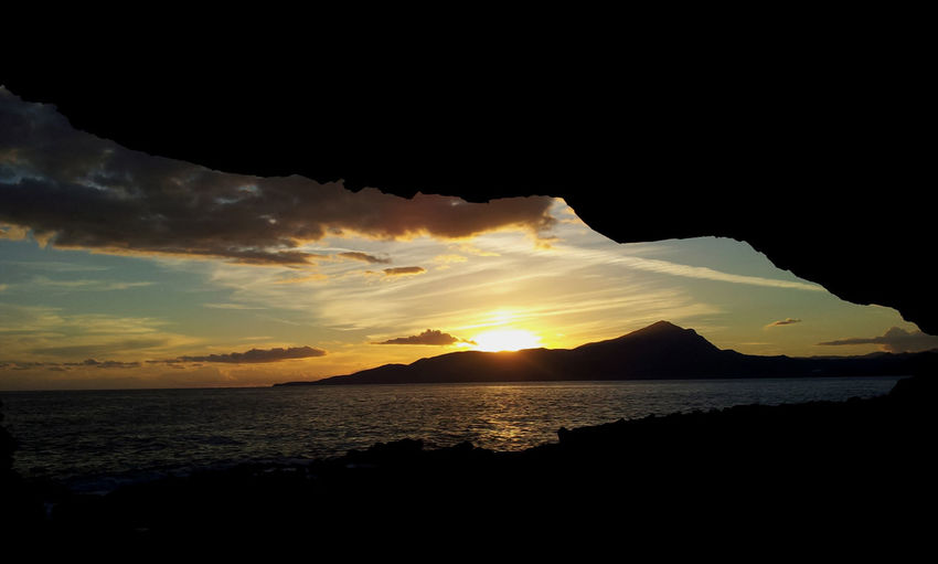 #EyeEmEsterlinda #italy Atmosphere Atmospheric Mood Beauty In Nature Cloud - Sky Mountain Nature Non-urban Scene Scenics Sea Silhouette Sunset Tranquil Scene Tranquility Water