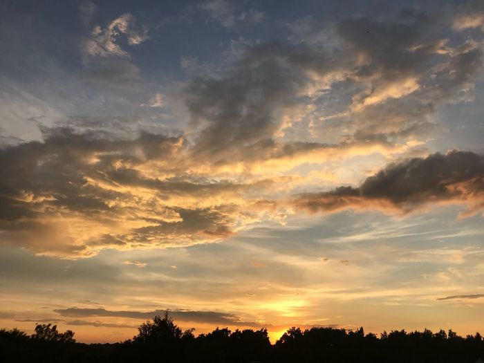 Clouds Sky Cloud - Sky Sunset Beauty In Nature Scenics - Nature Tranquility Tranquil Scene Nature Dramatic Sky Outdoors Romantic Sky