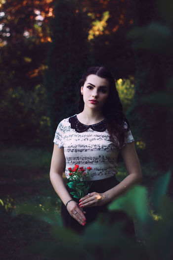 Snow white Beautiful Black Black Hair Fine Art Photography Hair Instagood Lady Nature Portait Roses Snow White VSCO Vscogood White Skin Woman Ladyphotographerofthemonth