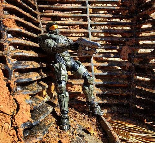 """They got Chief cornered !"" Toyonlocation Toy_nerds Toyphotography Halo5 Halo Masterchief Toy Toygroup_alliance Toycrewbuddies Toyboners Toyoutsiders Toydiscovery Actionfigure Collectable Toddmcfarlane Mcfarlanetoys Mcfarlane Capturedplastic Toyjuice Toyaddict Epictoyart"