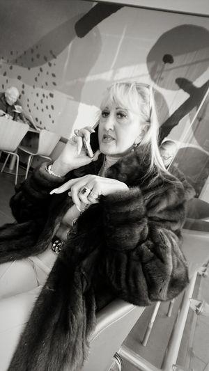 Business Talking Photos Hardwork Serious Seriousface Phones Mobiles Communication Talking Reallife
