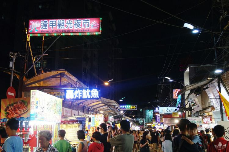 The biggest night market in Taiwan!Taiwan Taichung Feng Jia Night Market Fengchia Night Market Street Food Cheap Eats Learn & Shoot: After Dark The Street Photographer - 2016 EyeEm Awards Cities At Night The Essence Of Summer Original Experiences Neighborhood Map