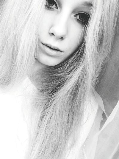 Me Selfportrait Blackandwhite Blonde Girl Relaxing Natural