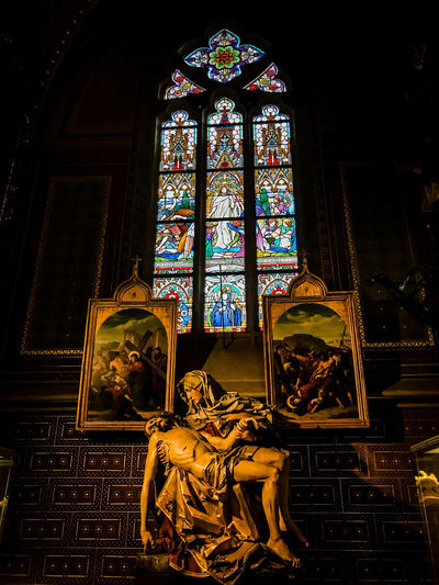 Jesus EyeemTeam Architecture Glass Spirituality Altar Statue Window Sculpture Religion Stained Glass Art And Craft Creativity Indoors  Ornate No People Belief Place Of Worship Representation Built Structure Glass - Material Human Representation Male Likeness Christian