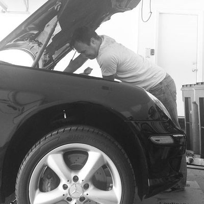 My man🚘🔧⛽😍 Notabadview Oilchange Dirty Bestmate benzchicagosaturdayshusbandlove mymanisstraightfrugal