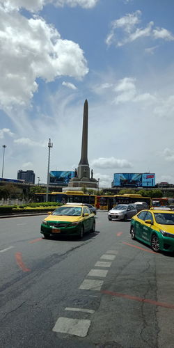 The next monument to Victory Monument Taxi Victory Sky Staion