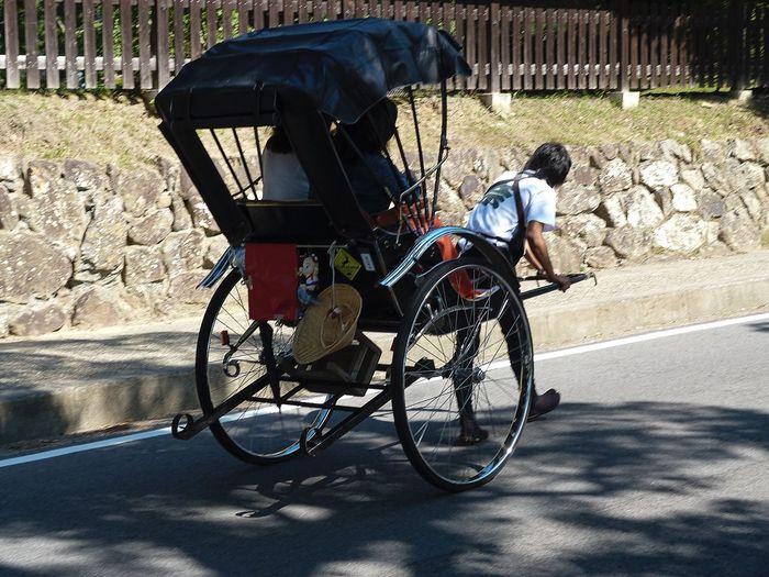 Demasiado duro este trabajo para que los turistas disfruten Real People Transportation Tuctuctuc Streetphotography Nara,Japan Lifestyles The Street Photographer - 2017 EyeEm Awards