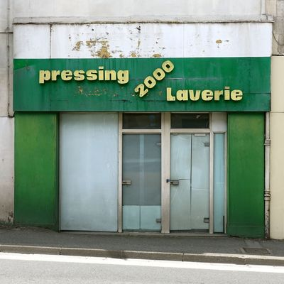 2018 Green Pressing Architecture Building Exterior Built Structure Closed Closed Shop Communication Day Door Entrance Laverie No People Text