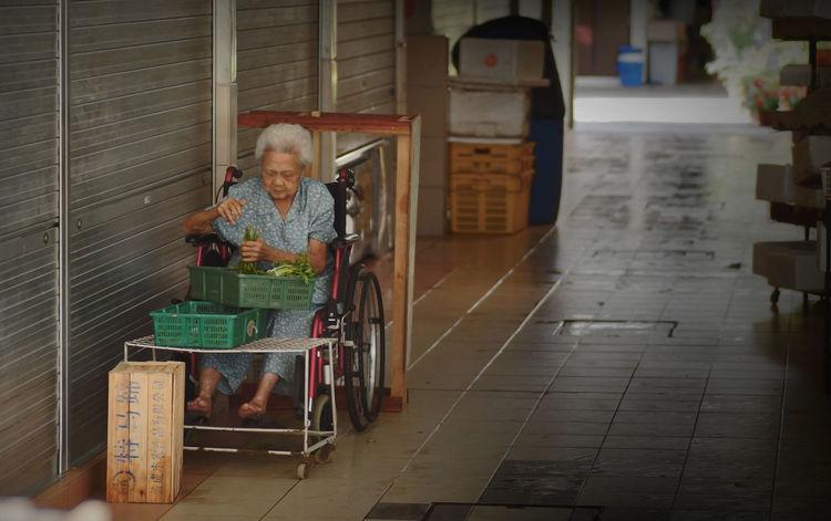 Inspire Me Singapore Life Working Hard Photowalk Katong Working Mother Hardwork Test Of Time Motherslove
