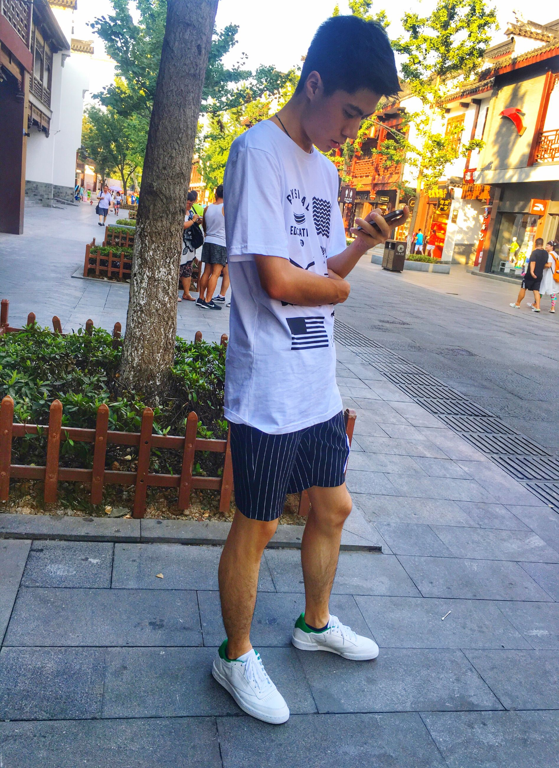 full length, lifestyles, casual clothing, tree, leisure activity, city, outdoors, day, city life, footpath, casual, the way forward