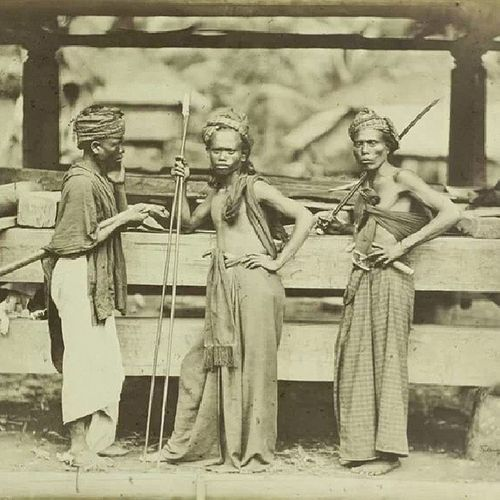 Batak Sipelebu. Koleksi KITLV Leiden, Belanda via @fdkllo History Batak  NorthSumatra Toba datu saveourtribes tribal indonesia