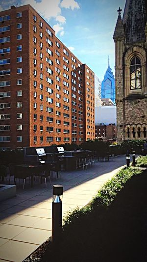 Dilly Dilly Phillyphilly 215 Skyscraper Skyline Bar BBQ Philly Philadelphia Eagles Rooftop Architecture Built Structure Building Exterior Sunlight Day Outdoors Sky City Shadow No People Travel Destinations Tree Nature
